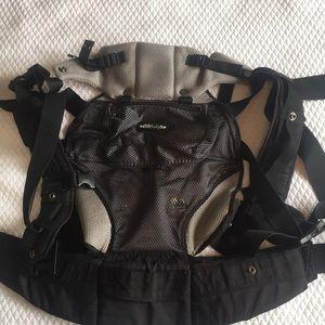 LILLEbaby 6 position ergonomic child carrier